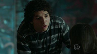 Bruno abre o jogo sobre sua sexualidade - Pia descobre que o filho está usando drogas e decide ir atrás de Sam