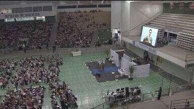 Evento religioso reúne milhares de pessoas em Santos - Congresso Regional de Testemunhas de Jeová foi realizado neste fim de semana