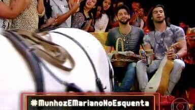 Munhoz e Mariano chegam ao Esquenta! de charrete - Dupla presenteia Regina Casé com presentes típicos do Centro-Oeste