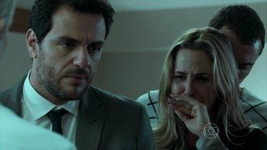 Bruno entra em coma por overdose - Pia entra em desespero com a situação do filho