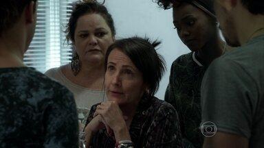 Divanilda pede emprego a Visky como faxineira da agência - Sam comunica que voltará para o interior