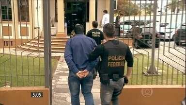 Polícia Federal descobre quatro grupos criminosos de doleiros em SC - Juntos, eles movimentaram mais de R$ 2,3 bilhões. Foi uma das maiores operações do ano no estado.