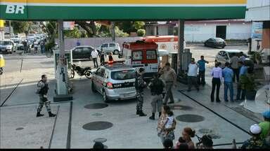 Morre proprietário de posto de gasolina baleado em assalto na Capital - O assaltante era ex-policial militar e também foi morto durante o crime.