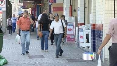 Link Vanguarda busca exemplos do que as pessoas estão fazendo para driblar a crise - Equipe foi às ruas perguntar como as pessoas estão fazendo para conter as despesas.