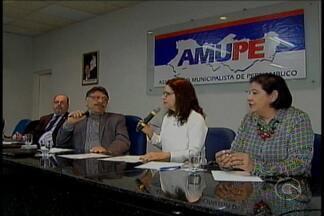 Prefeitos de várias cidades se reuniram no Recife para discutir o enfrentamento da crise - A reclamação é geral.