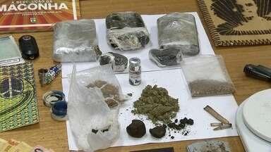 Dois suspeitos de tráfico de drogas são presos no DF - Na noite de quinta-feira (24), a Polícia Civil prendeu dois homens que faziam parte de uma quadrilha de tráfico de drogas. Eles estavam com drogas trazidas de Portugal para revender no DF.