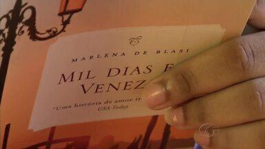 Gabriele Calixto dá como dica de leitura o livro 'Mil dias em Veneza' - A obra é da autora Marlena de Blasi.