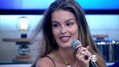 Yasmin Brunet diz que se surpreendeu com suas cenas de nudez em 'Verdades Secretas' - Marieta Severo comenta que nunca pensou em colocar próteses nos seios