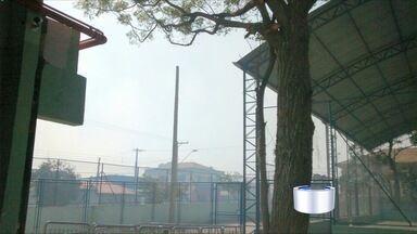 Fumaça prejudica moradores da Vila Tesouro em São José - Flagrante foi enviado pelo aplicativo Vanguarda Repórter