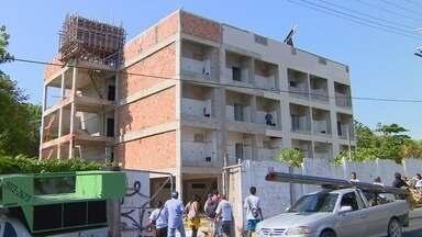 Alunos e professores da Ufam por obras paralisadas em Manaus - Ato ocorreu na quinta feira em frente à Casa do Estudante.