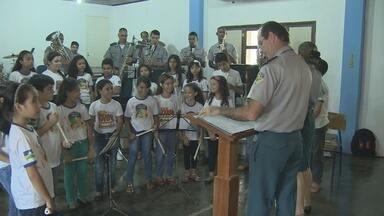 Projeto 'Dó, Ré, Militar' ensina música para crianças - Projeto é realizado em Porto Velho.