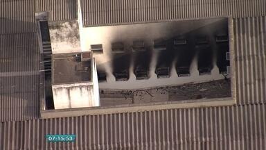 Bombeiros controlam incêndio em albergue da prefeitura, em Belo Horizonte - Imóvel fica no bairro Floresta. Ninguém se feriu.