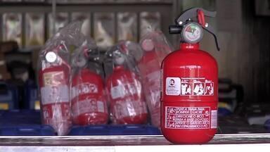 Empresários acumulam prejuízos depois do fim da obrigatoriedade dos extintores nos carros - Empresários acumulam prejuízos depois do fim da obrigatoriedade dos extintores nos carros