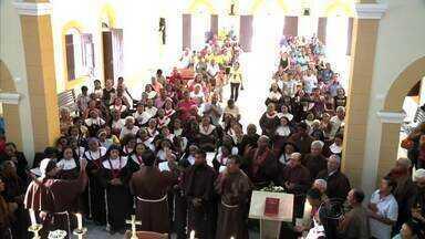 Romeiros prestam homenagens a São Franscisco de Assis - Festejos religiosos são realizados na Vila São Francisco para peregrinos do interior de Alagoas.