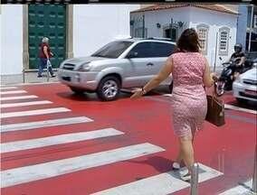 Motoristas e pedestres enfrentam dificuldades com semáforos em Cabo Frio, no RJ - Alguns sinais não funcionam e outros foram retirados para manutenção.