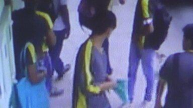 Aluno é esfaqueado na frente de escola em Manaus - Jovens envolvidos no caso estudam na Escola José Bernardino Lindoso. Brigas entre alunos são recorrentes, segundo relatos de comerciantes.