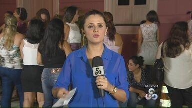 Cantor Nícolas Jr faz show no Teatro Amazonas - Centenas de pessoas acompanham o evento no Centro de Manaus.