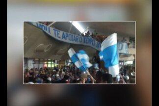 Torcida do Paysandu recepciona o time com festa no aeroporto - Torcida do Paysandu recepciona o time com festa no aeroporto