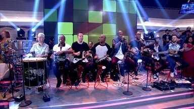 Turma do Pagode abre o Encontro com música - Fátima apresenta os convidados do programa