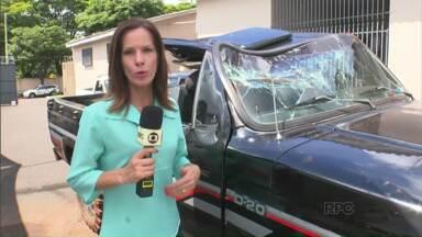 Jovem morre em acidente com caminhonete - Ele estava na carroceria do veículo que tombou