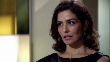 Yvone finge se importar com Lívia e sugere que Raul converse com ela - Lívia desabafa sobre sua separação e não desconfia que o marido a traiu