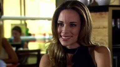 Gabi decide ajudar Tarso a conversar com Melissa e Ramiro - Ele liga para Tônia animado e conta a novidade para a namorada