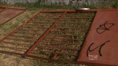 Portão de escola de Paço do Lumiar desaba sobre menino de sete anos - Portão de escola de Paço do Lumiar desaba sobre menino de sete anos