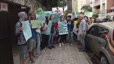 Estudantes protestam contra reorganização do ensino - Protestos aconteceram na Baixada Santista e no Vale do Ribeira