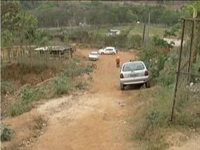 Calendário: Quadro retorna ao Bairro Mangueiras em Coronel Fabriciano - Moradores solicitam asfaltamento, capina de mato alto e recolhimento de entulho.