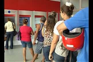 Em Belém, greve dos bancários foi marcada por reclamação de clientes nesta terça (6) - A categoria pede reajuste salarial de 16% e melhores condições de trabalho. População que precisou de serviços reclamou da paralisação.