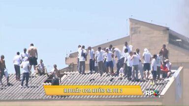 Presos fazem rebelião na unidade 2 da Penitenciária - A rebelião começou pouco antes das 11 horas da manhã. Os presos fizeram reféns e atearam fogo em colchões.