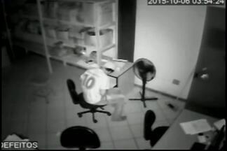 Vídeo registra furto em loja de Nova Serrana na madrugada desta terça - Empresa fica no Bairro São José. Ação durou quase uma hora; ninguém foi preso.