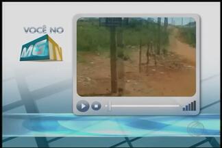 VC no MGTV: telespectadora envia imagens de descarte irregular de lixo em Uberlândia - Imagens foram feitas no Bairro Mansour. Prefeitura informou que faz retirada de lixo e entulho no local constantemente.