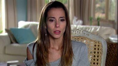 Duda passa a noite em claro jogando tarot - Chiara aconselha a amiga em relação a Raj
