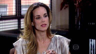 Gabi conta para Raul que foi maltratada por Melissa - Eles lembram de outras situações com a perua