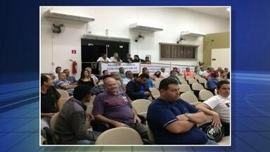 Moradores de Mineiros do Tietê protestam contra o reajuste da tarifa da água - Moradores de Mineiros do Tietê fizeram um protesto na sessão da Câmara contra o reajuste da tarifa da água.