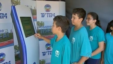 Crianças e adolescentes dão exemplo na votação do 'O Bairro Ideal' - No segundo dia do projeto 'O Bairro Ideal' muita gente procurou a urna da TV TEM para escolher o principal problema do Núcleo Geisel, em Bauru. As crianças e os adolescentes querem melhorias e deram o exemplo.