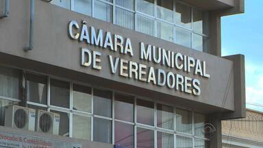 Moradores buscam reduzir salários de vereadores em Cruz Alta, RS - População faz abaixo-assinado para encaminhar projeto à câmara do município.