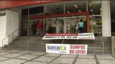 Greve dos bancários fecha agências na Baixada Santista, SP - Paralisação da categoria é por tempo indeterminado