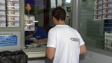 Em Campo Grande, população enfrenta fila para fazer serviços bancários - Pelo balanço do Sindicato dos Bancários de Campo Grande e região, são três mil bancários em greve em 170 agências de 27 cidades de Mato Grosso do Sul.