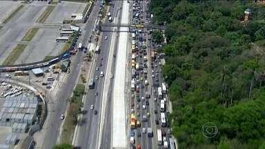 Rio parou, de novo, por causa de acidente - Avenida Brasil ficou fechada por 3h30 e congestionamento afetou vários bairros da cidade.