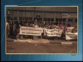 Atraso em pagamento motiva protesto dos servidores de Tarabai - Cerca de 50 funcionários se reuniram em frente à prefeitura.