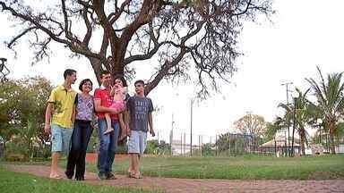 O sonho de ser mãe - Ser mãe é o sonho de muitas mulheres, mas as vezes realizar esse sonho não é tão simples assim... Abra o seu coração e conheça a história da Rosângela e do Benedito, um casal que adotou 3 filhos!
