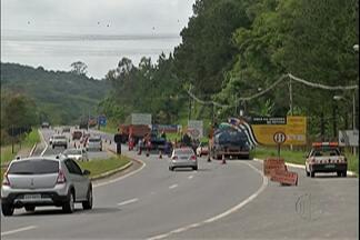 Estradas do Alto Tietê têm trânsito tranquilo na manhã desta sexta-feira (9) - Mais de 40 mil veículos são esperados na Mogi-Bertioga no sentido litoral.