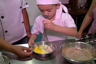 Crianças do Alto Tietê podem colocam a mão na massa e aprendem a fazer muffin de chocolate - Confira a receita.