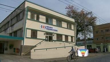 Família de Cruzeiro acusa hospital de negligência médica - Mulher diz que tinha recomendação de parto urgente, mas foi orientada a voltar no dia seguinte.