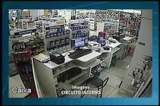 Imagens mostram ação de bandidos durante assalto a farmácia em Uberaba - Crime ocorreu na noite de quinta-feira (8) no Bairro Santos Dumont. Foi o 2º assalto ao estabelecimento em outubro.