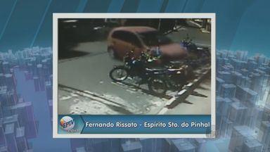 Motorista perde controle de carro e derruba motos Espírito Santo do Pinhal, SP - A motorista que perdeu o controle do veículo tinha 69 anos.