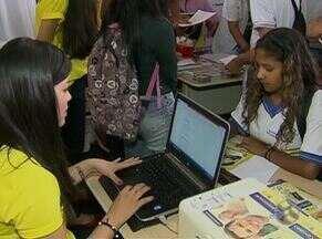 Feira de profissões é realizada em Caruaru, PE - Na ocasião, estudantes receberam dicas de como fazer um bom currículo.