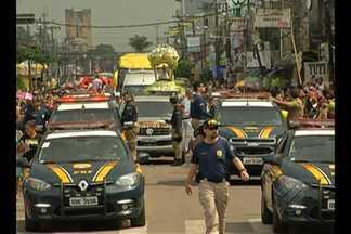 O Traslado saiu pontualmente às 8h da Basílica Santuário - A imagem da Santa foi colocada em um andor em cima de um carro da Polícia Rodoviária Federal para percorrer 47 km até Ananindeua.